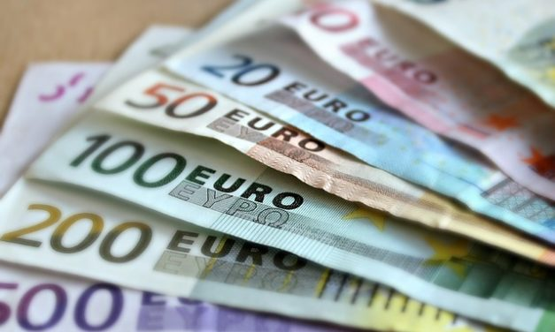 EUR USD rebounds to 1.1773 on 08/18/17